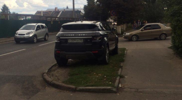 """""""Паркуюсь, как хочу"""": автохамы на улицах города"""