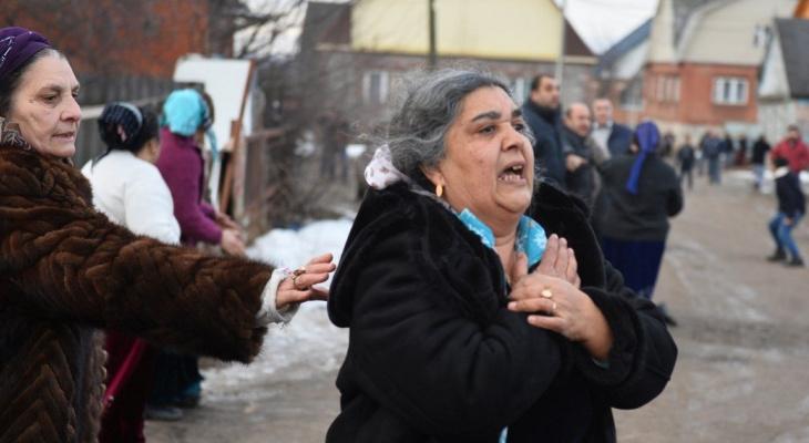 Жительница Доброго подверглась нападению шайки цыган на выходе из больницы