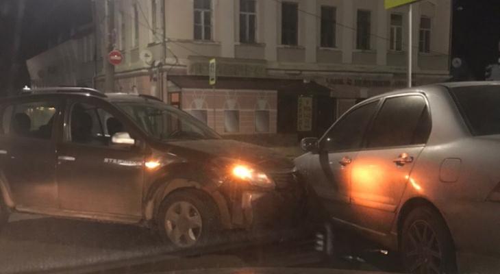 Вчера вечером в центре Владимира столкнулись три легковых авто