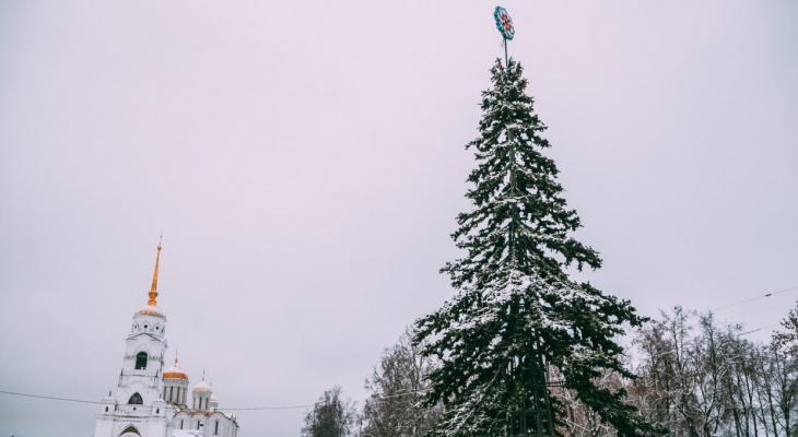 Праздники близко: город Владимир украшают к Новому году