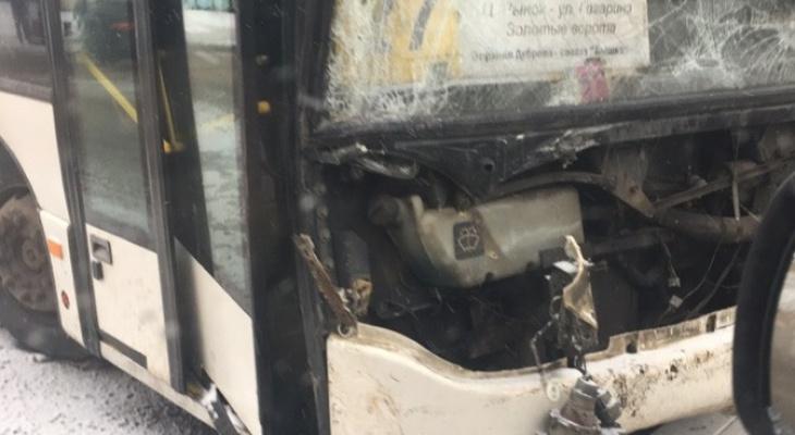 Во Владимире «Газель» протаранила пассажирский автобус