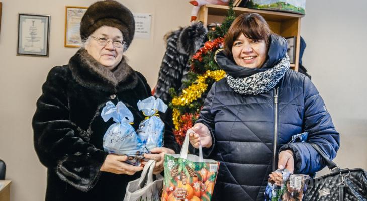 Владимирцы продолжают приносить подарки для бабушек и дедушек