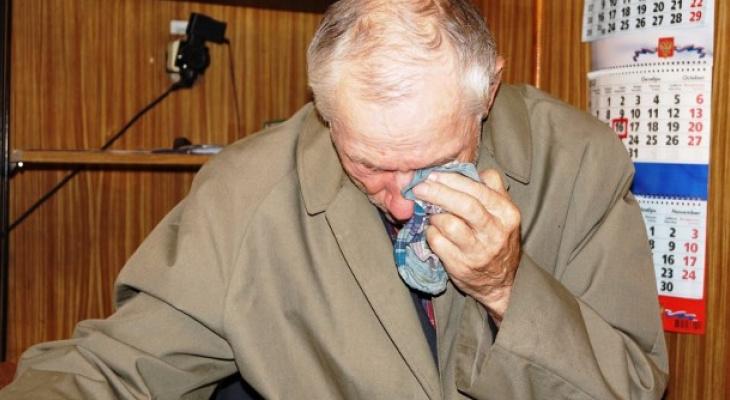 Во Владимирской области перед Новым годом знакомый «обчистил» пенсионера