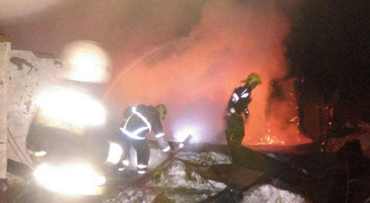 Во Владимирской области на пожаре в нежилом здании погибла бабушка