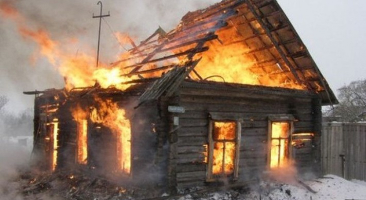 Владимирец случайно спалил дачу под Собинкой, пока грабил её