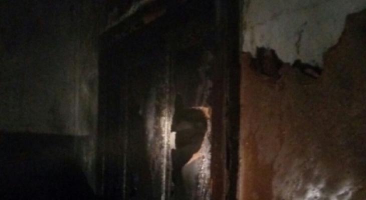 Пожарные спасли семью из горящей квартиры в Киржаче