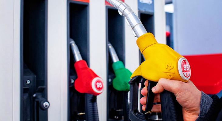 Владимирцам объяснили с чем связаны высокие цены на бензин в регионе