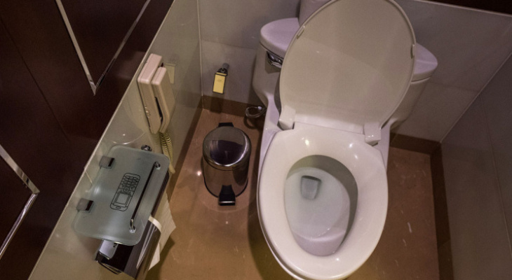 Понять и простить: любитель подглядывать за девушками в туалете раскаялся