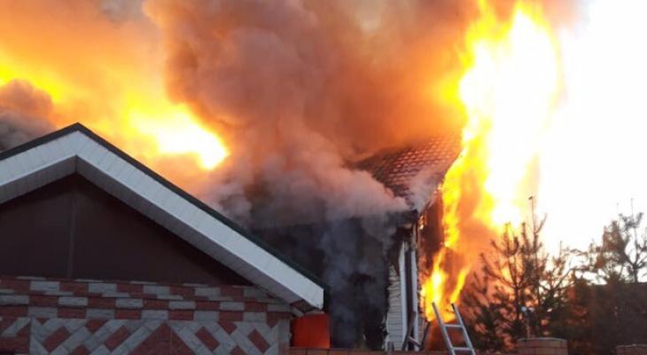 Пожар в Богослово: четверо спаслись, судьба женщины и ребенка неизвестна