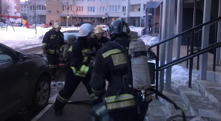В подъезде дома на Октябрьском проспекте произошел пожар