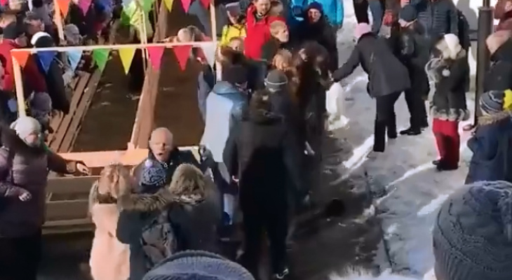 Масленица в Суздале обернулась кровавой дракой (видео)