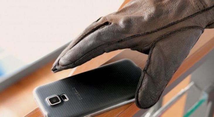 Подозрительный покупатель в Муроме схватил мобильник продавщицы и умчал