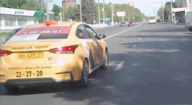 Во Владимире школьник едва не стал жертвой торопливого таксиста (видео)