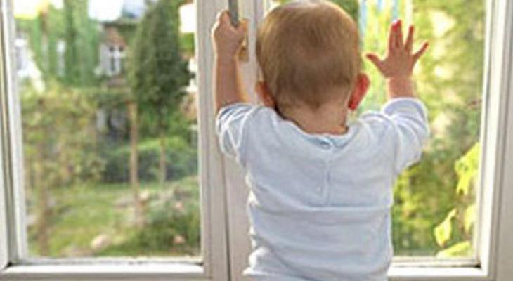 Ещё три малыша выпали из окон во Владимирской области