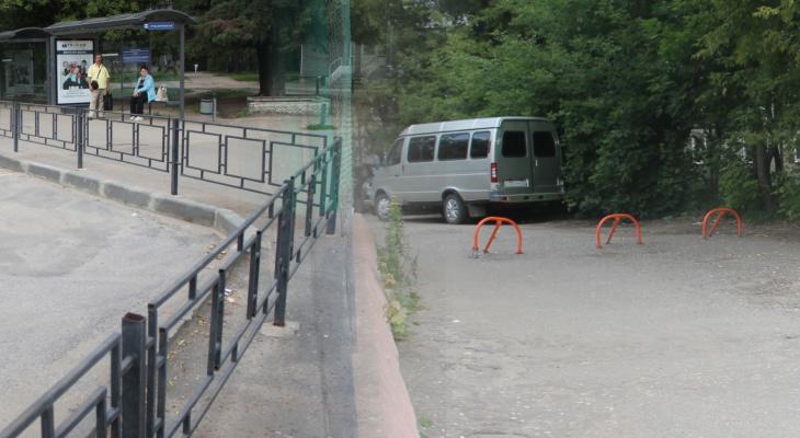 Фуры пустили по дворам: администрация  устроила опасное место для горожан