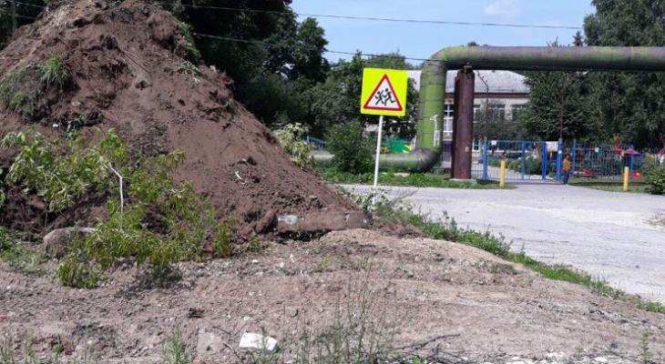 Опасное соседство: на улице Мира строят парковку вплотную к детскому садику