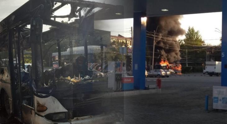 В Добром дотла сгорел автобус