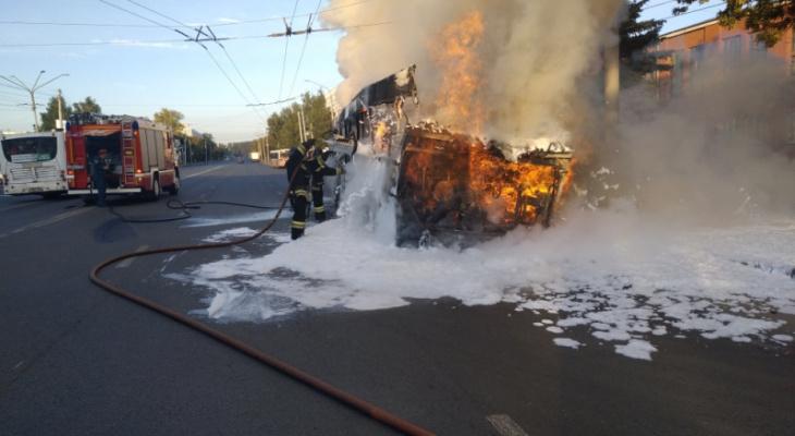 Говорит МЧС: как тушили полыхающий автобус в Добром