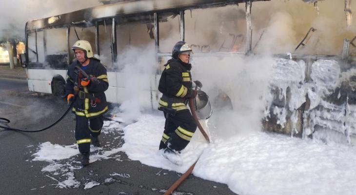 МЧС озвучило предварительную версию возгорания автобуса