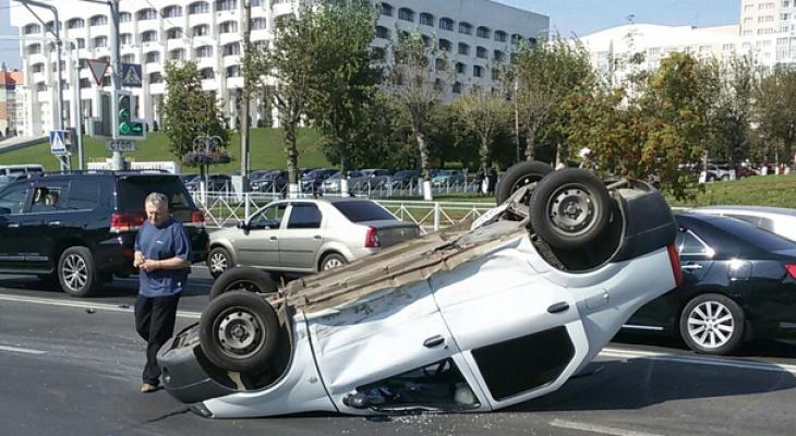 На улице Мира снова ДТП - перевернулся автомобиль