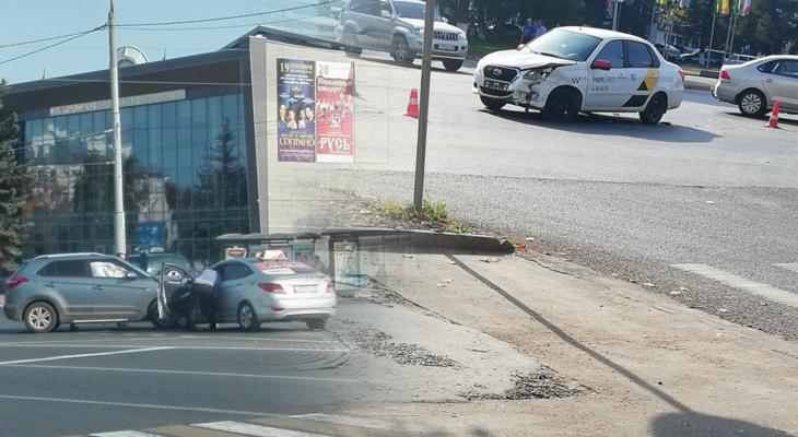ДТП во Владимире: сразу две аварии с такси