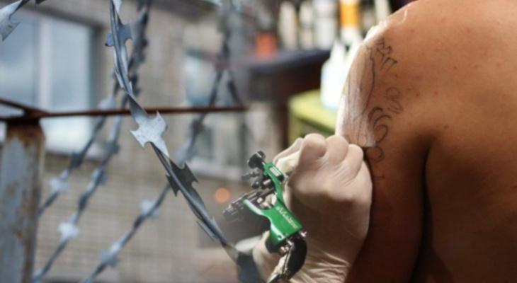 Владимирским заключенным выписали штраф за татуировки
