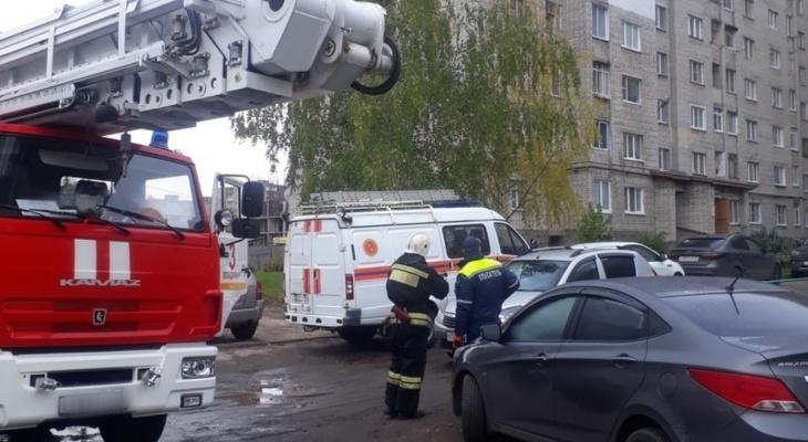 ЧП на Почаевской: «Мужчина висел на краю балкона»