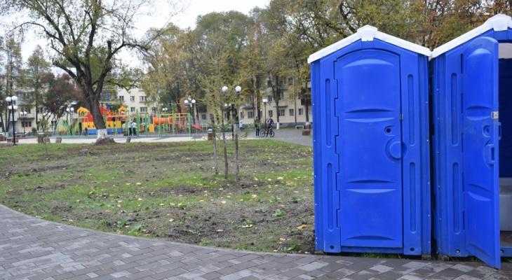 Во Владимире в сквере имени Чайковского установили временные биотуалеты