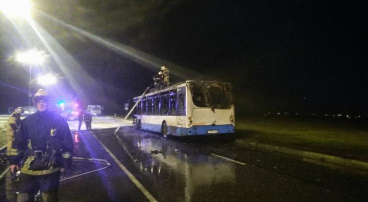 Возле «Глобуса» полыхал 24 автобус