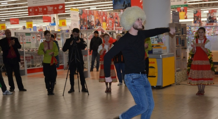 В Ашане устроили танцевальный флешмоб