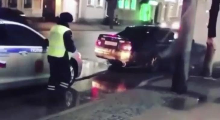 Во Владимире разыскивают гонщика, устроившего дрифт у Золотых Ворот