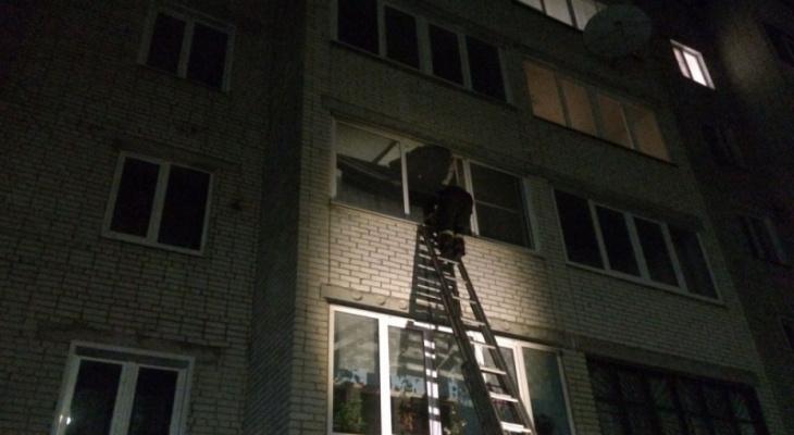 Трехлетнюю девочку спасли из квартиры в Гусь-Хрустальном