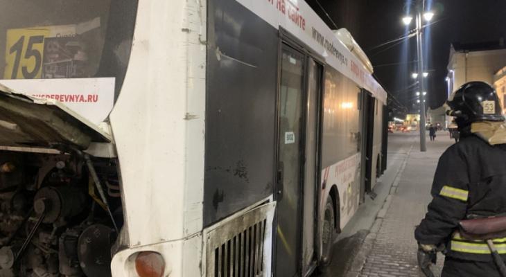 Еще один автобус загорелся прямо в центре Владимира