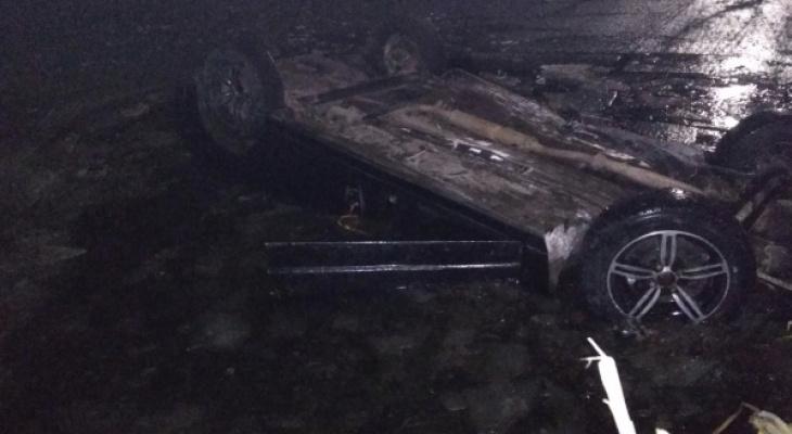 В Вязниковский районе автомобиль с двумя людьми опрокинулся в реку