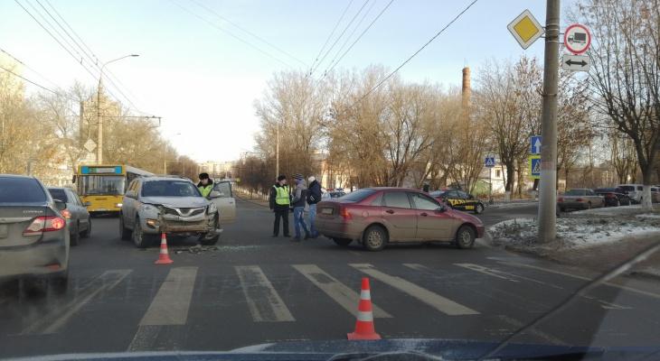 Из-за аварии на ВлГУ образовалась пробка из троллейбусов