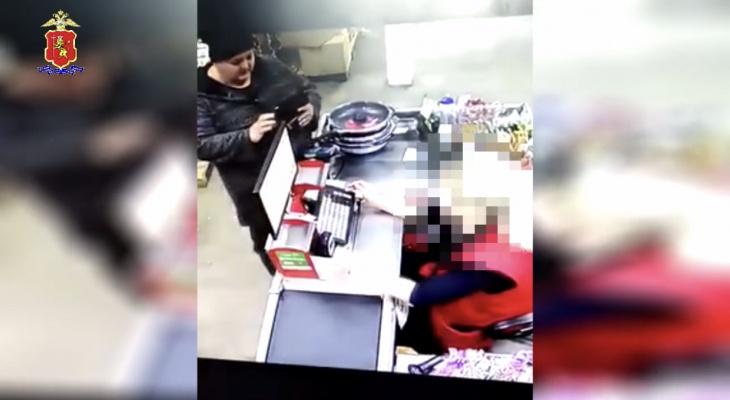 Во Владимирской области разыскивают женщину, которая украла сковородки