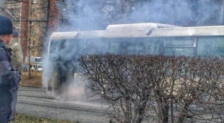 В Добром во время движения задымился пассажирский автобус