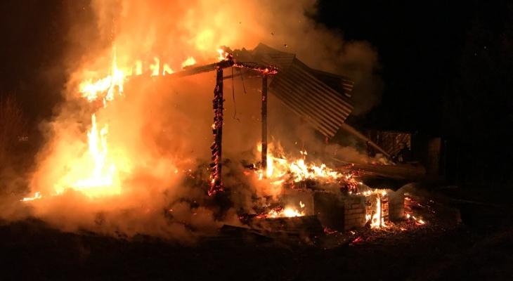 Погибшая в пожаре пара жила в аварийном доме за тысячу рублей в год