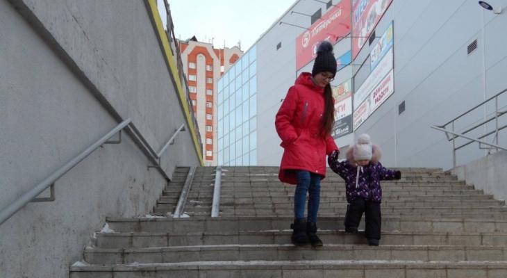 Во Владимире сделали пандус лишь до середины лестницы