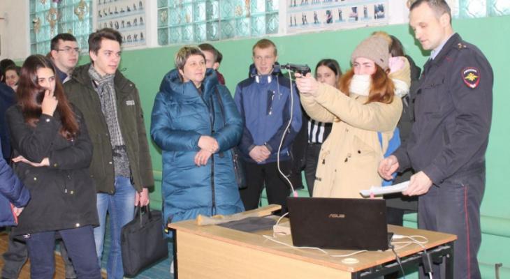 «Студенческий десант» побывал в отделе полиции Гусь-Хрустального района