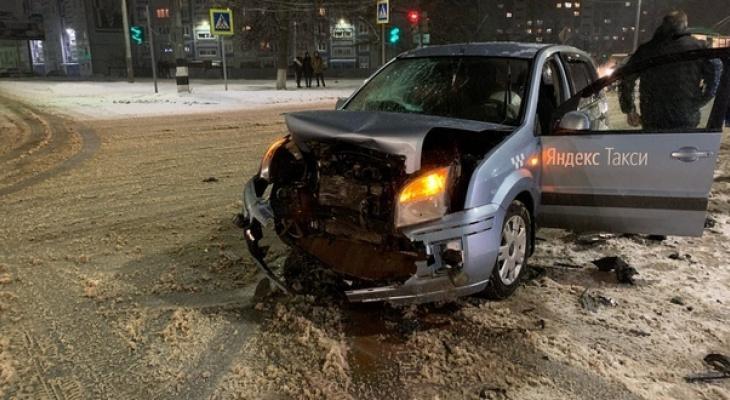 В ДТП с такси в Коврове пострадали два человека