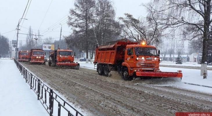 Более 50 единиц техники убирают заснеженные улицы Владимира