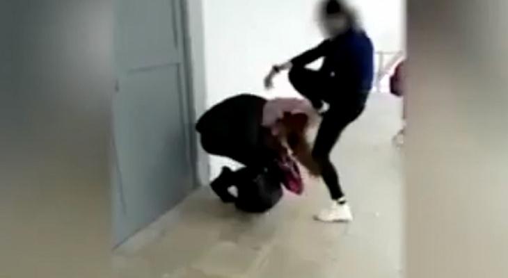 На федеральном канале показали драку двух школьниц из Владимирской области