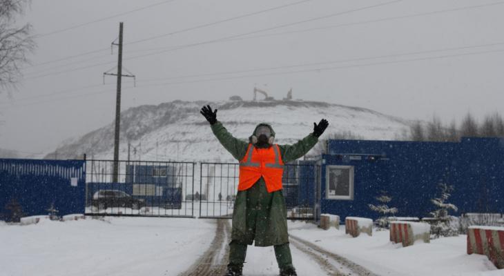 Александровцы выстроили «живой щит» против московского мусора