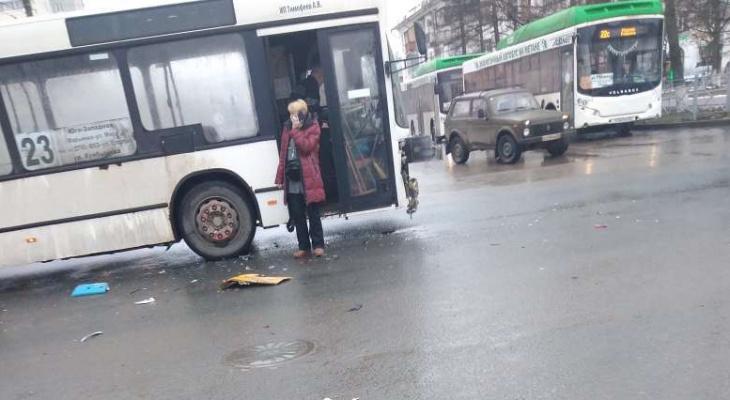 Во Владимире такси врезалось в автобус с пассажирами