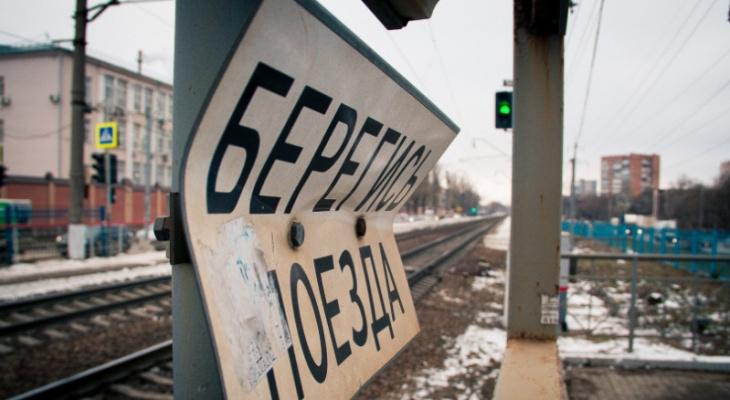 Поезд врезался в легковушку. Погибли два человека