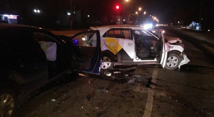 Во Владимире произошло серьезное ДТП с участием такси