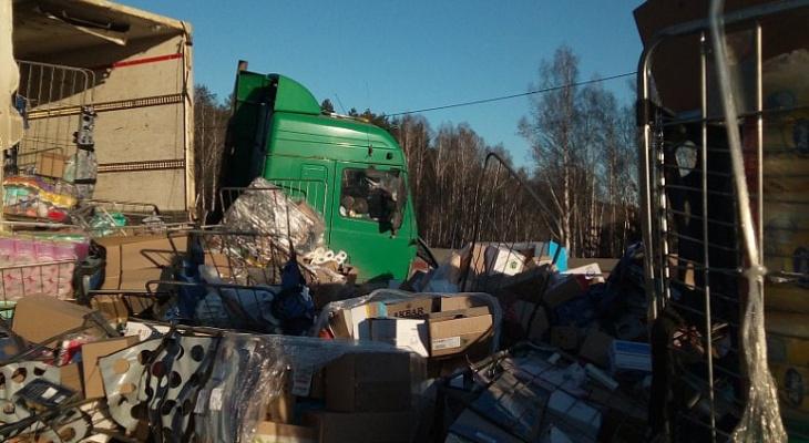 В Вязниковском районе перевернулся грузовик с бытовой химией