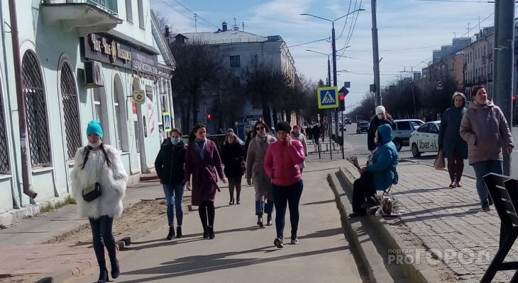 Самоизоляция? Во Владимире на улицах полно народу.