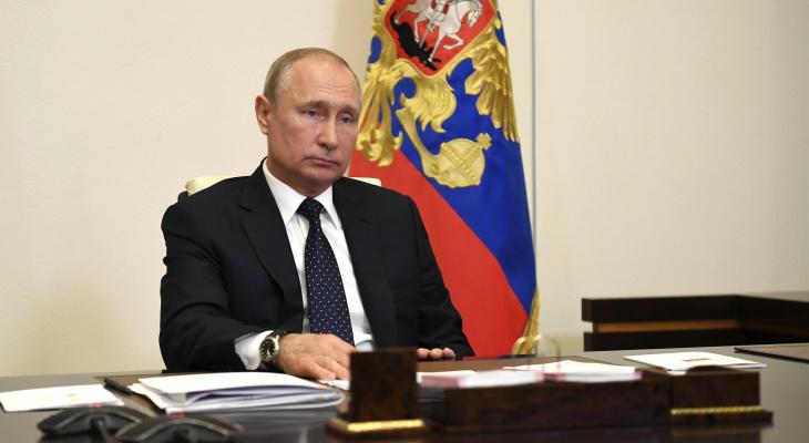 Владимир Путин объяснил причину проблем с выплатами медикам
